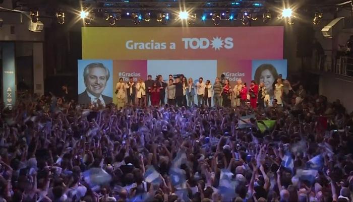 Fernández venceu o atual presidente, o neoliberal Mauricio Macri, com 47,99% dos votos, contra 40,48%