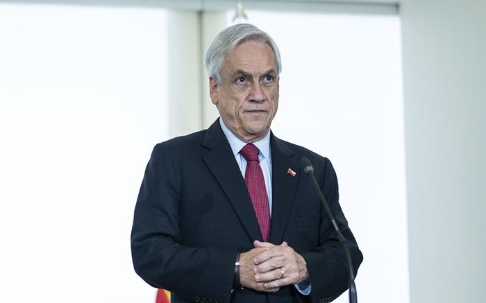 Emparedado pelos protestos, Piñera reage com repressão, sem responder às demandas da população