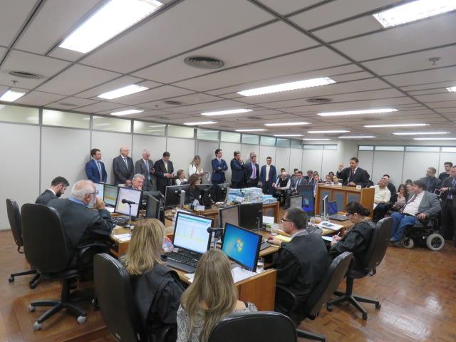 Julgamento iniciou em 10 de outubro (foto) e teve nova sessão no dia 31, com um voto contrário, o que determina a retomada do caso pelo TJ em dezembro