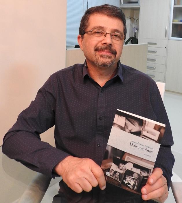 O professor da Unisc Leonardo Andriolo, autor da coletânea que tem como conto principal uma história familiar