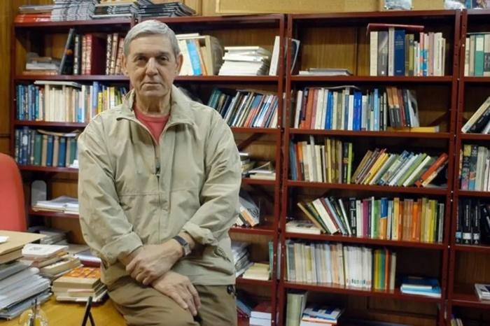 Cientista político, escritor e professor aposentado, Santos deixou livro inédito que desvenda as últimas eleições presidenciais no país