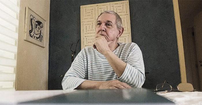 Aos 29 anos, escreveu Quem vai dar o golpe no Brasil, preconizando o golpe militar que destituiu Jango e mergulhou o país nos anos de chumbo