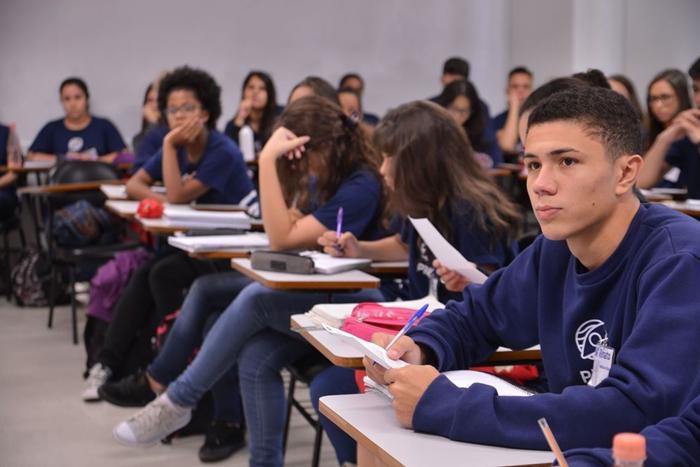 """""""A descontinuidade do Fundef e Fundeb interromperá os tímidos avanços da educação básica e inviabilizará a oferta da educação pública para crianças, adolescentes e jovens brasileiros e seu direito à educação"""""""