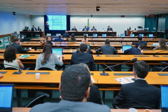 Audiência pública realizada pela Comissão Especial da Reforma Tributária no dia 8 de outubro