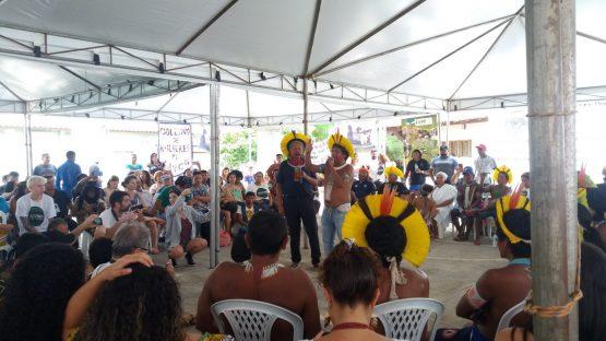 Raoni conversa com participantes | Foto: Clarinha Glock