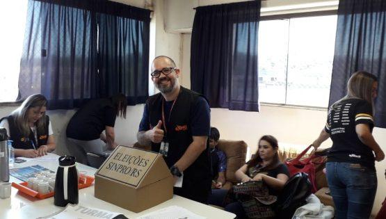 Votação na sala dos professores do Colégio Êxito, em Alvorada | Foto: Sinpro/RS - Divulgação