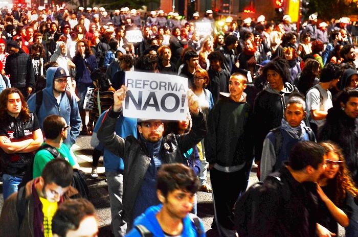 """""""A proposta de Base e de Diretrizes não corresponde nem representa nossa sociedade e nossas escolas"""""""
