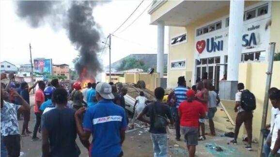 Protestos conta a presença da Igreja Universal em São Tomé e Príncipe resukltou na morte de um menino de 13 anos