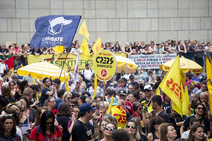 Em greve há 22 dias, magistério estadual promete levar 6 mil servidores à praça, além de caravanas da Grande Porto Alegre e interior