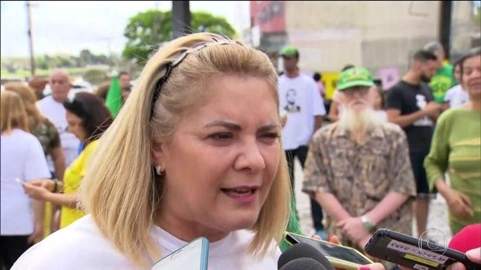Nove parentes de Ana Siqueira, ex-mujlher de Bolsonaro, todos empregados no gabinete de Flávio receberam R$ 4,8 milhões de verba pública