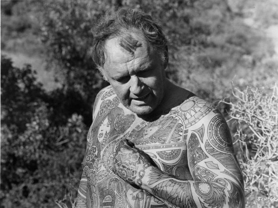 Rod Steiger, em cena do filme Uma sombra passou por aqui, de 1969, baseado no livro O homem tatuado, do escritor Ray Bradbury