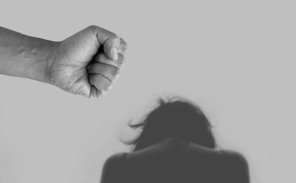 No Brasil, estima-se que 536 mulheres foram agredidas, por hora, em 2018