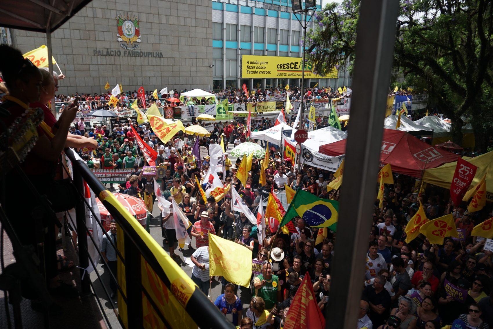 Assembleia do magistério estadual mantém unidade e greve continua