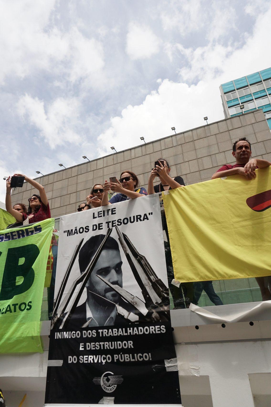 Assembleia unificada de servidores publicos mantém greve no rio grande do sul (24)
