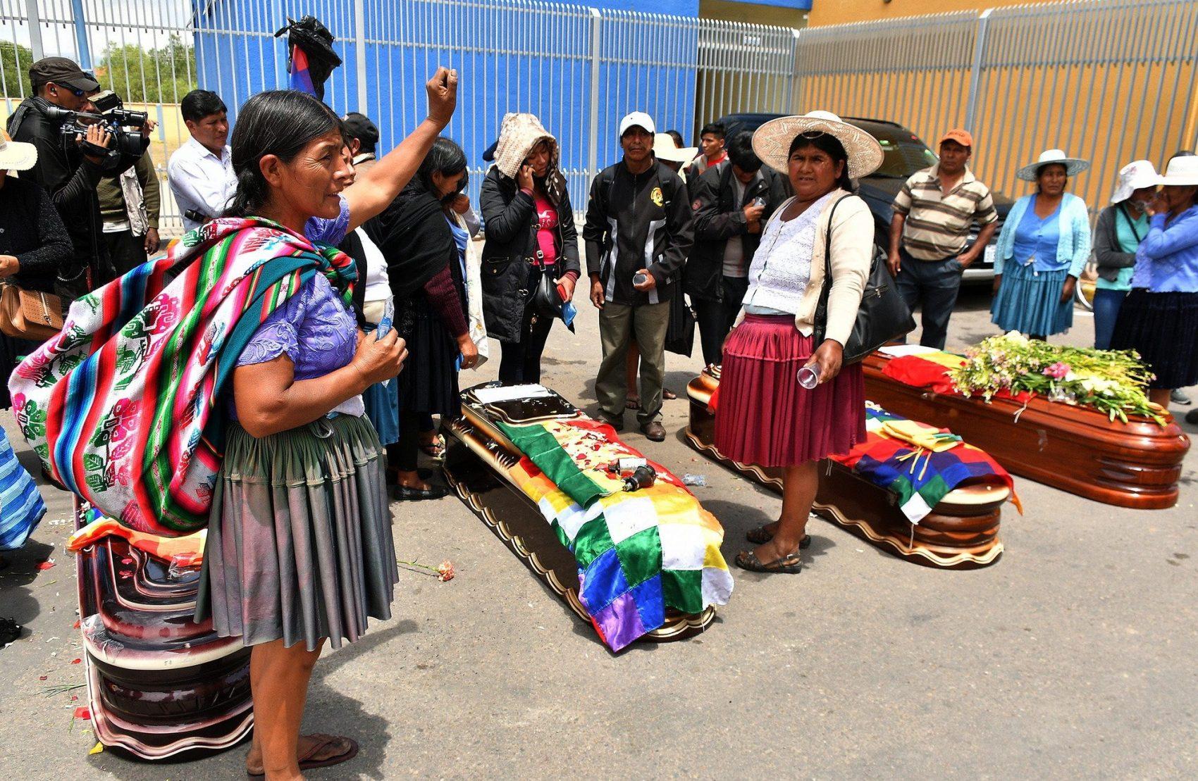 Ocorreu violenta repressão contra população indígena que se insurgiu em apoio a Evo Morales