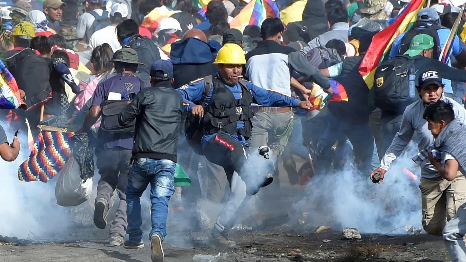 Na Bolívia, a forte reação popular contra a queda de Evo Morales resultou em confronto com as forças que apoiaram o golpe