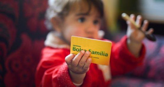 O programa atende às famílias que vivem em situação de extrema pobreza, com renda per capita de até R$ 89 mensais; e na pobreza, com renda entre R$ 89,01 e R$ 178 mensais.
