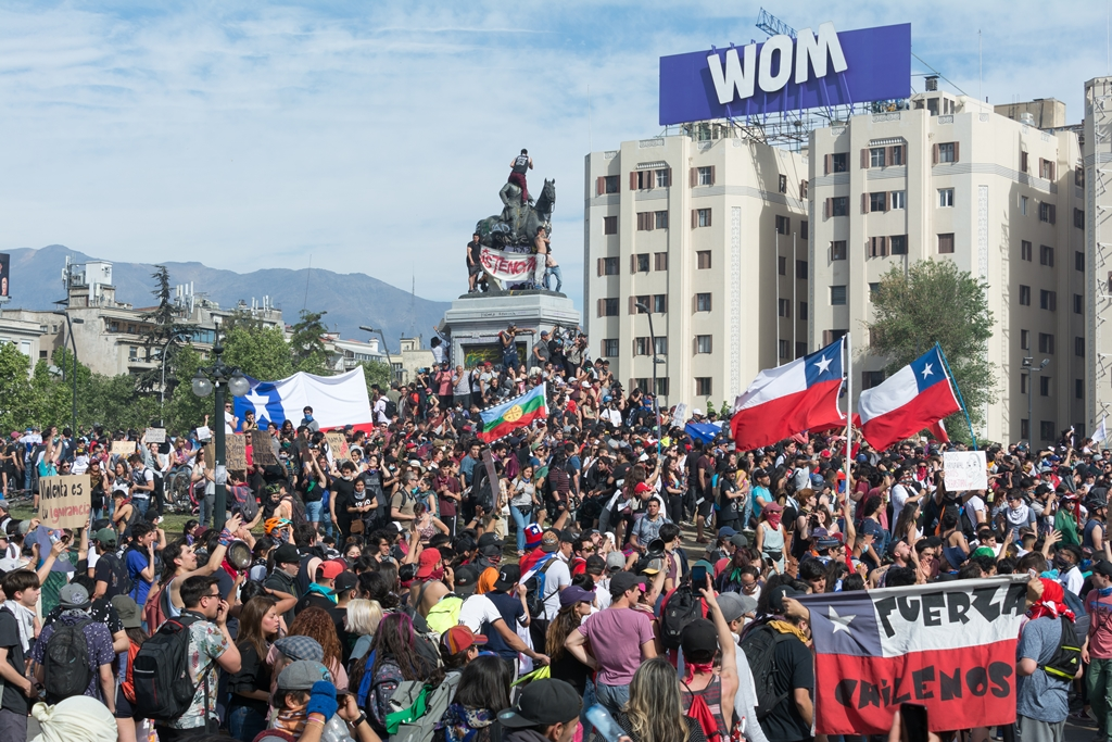 No Chile, protestos estudantis iniciaram por causa do reajuste no transporte