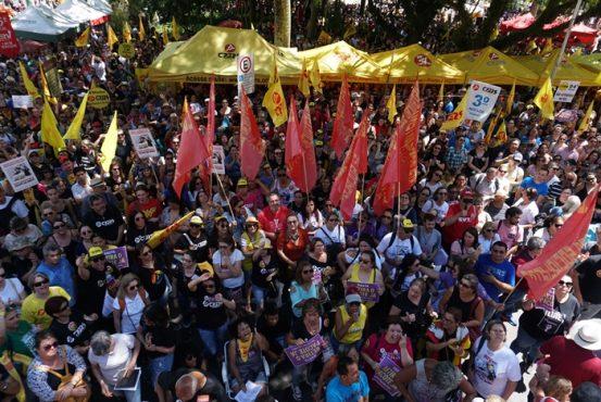 Funcionalismo gaúcho amplia mobilização contra pacote do governo | Foto: Igor Sperotto