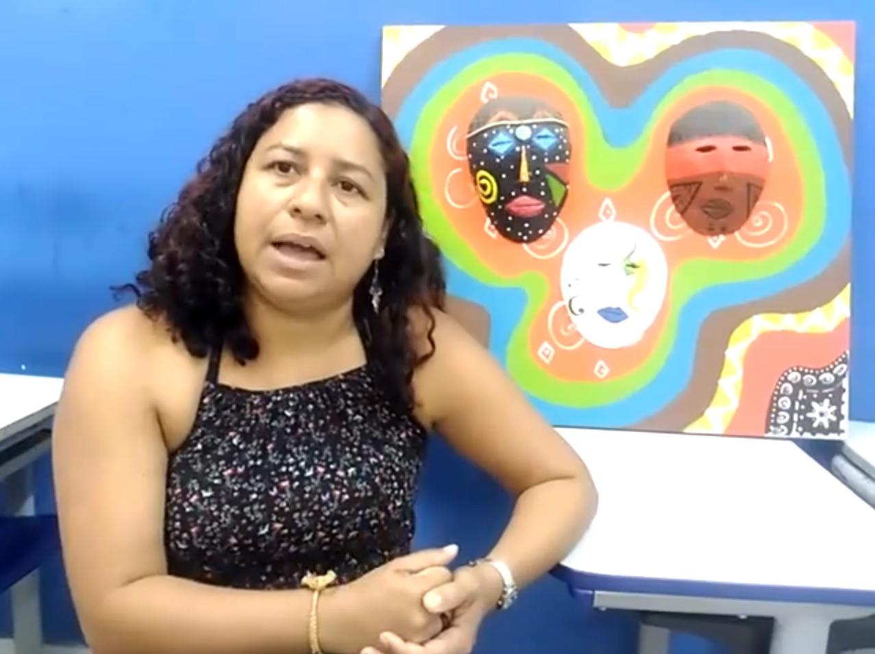 A professora municipal Sabrina Luz foi denunciada em maio passado na ouvidoria da prefeitura de Macaé (RJ) por exibir em sala de aula o filme Besouro em uma abordagem sobre cultura afro-brasileira