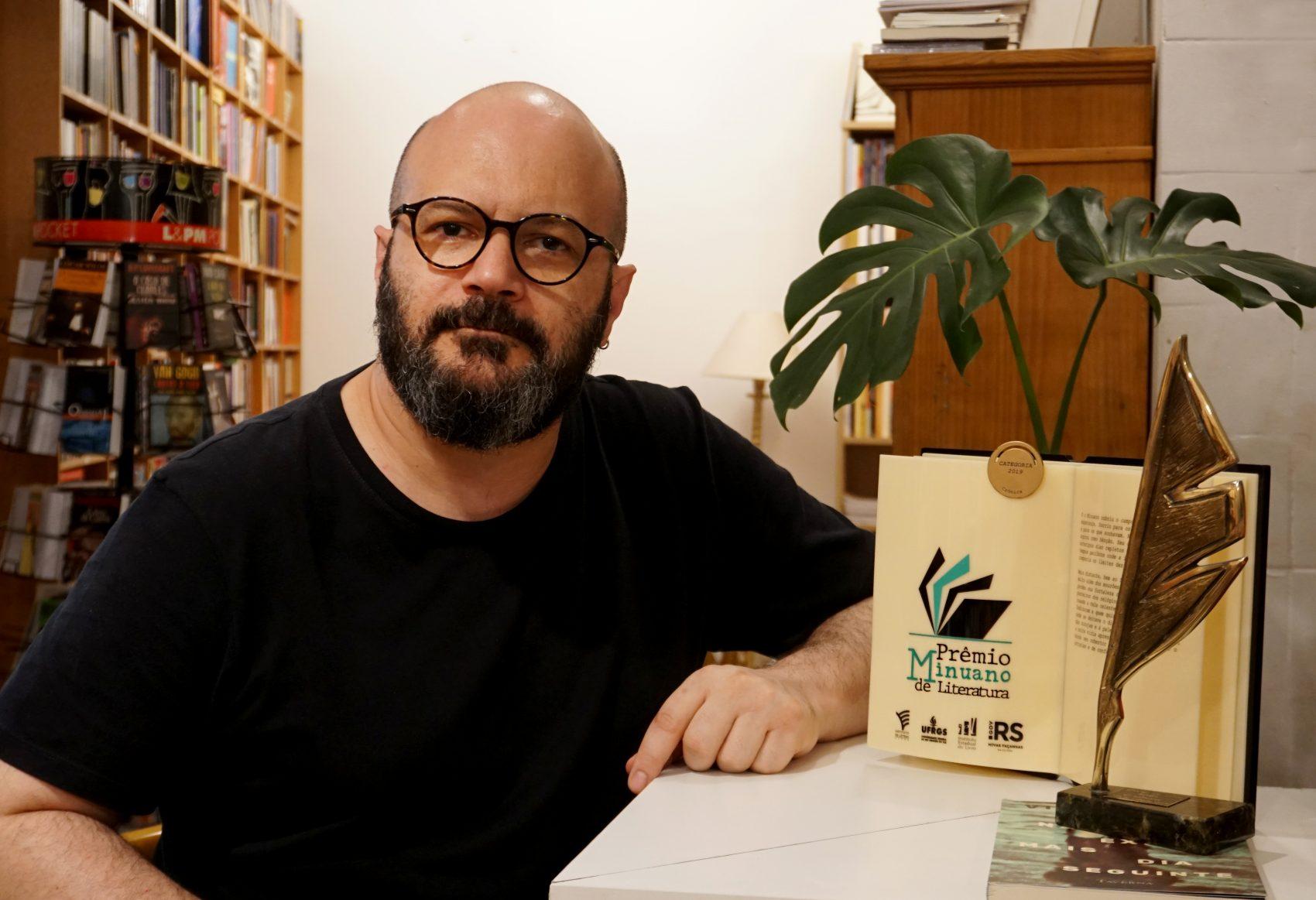 Vitor Necchi, professor, jornalista e escritor. laureado com os prêmio Minuano de Literatura e Ages - Livro do Ano, na categoria crônica com a obra 'Não existe mais dia seguinte'