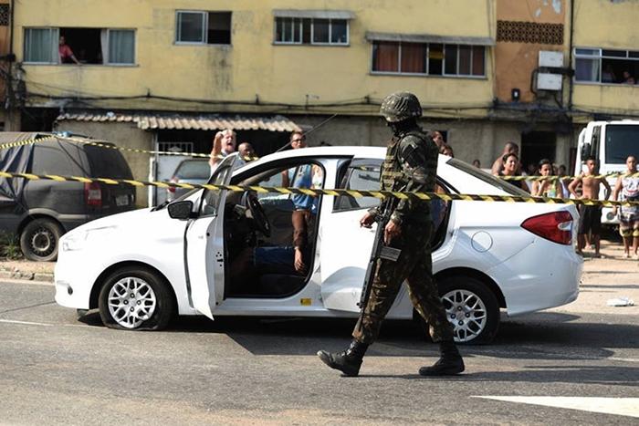 Carro no qual o músico estava com a família, foi confundido com veículo de traficantes e alvejado com 83 tiros de fuzil