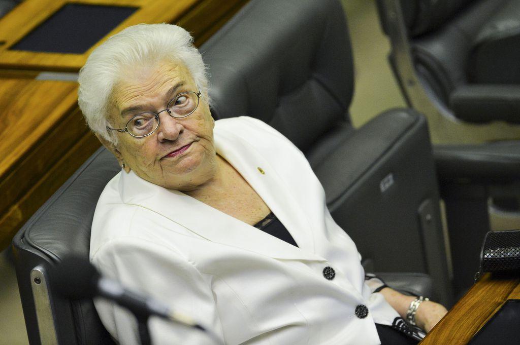Deputada Luiza Erundina, a deputada mais idosa eleita, durante sessão de posse dos Deputados Federais para a 56ª Legislatura.