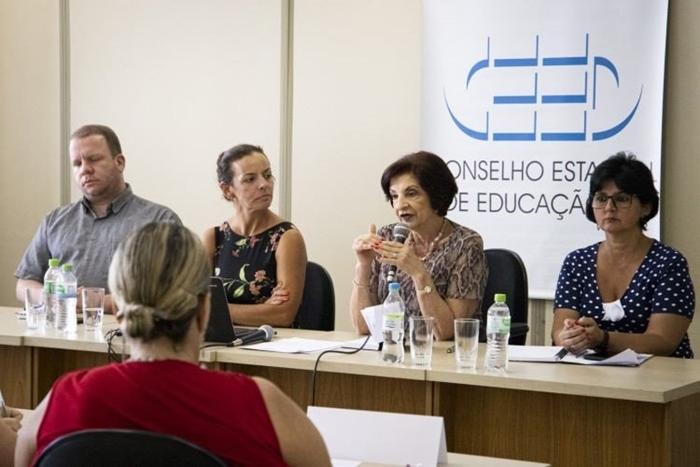 Todas as escolas integrantes do Sistema Estadual de Educação devem manter a data de 31 de março, diz Sônia Fonseca, do CEEd-RS (C)