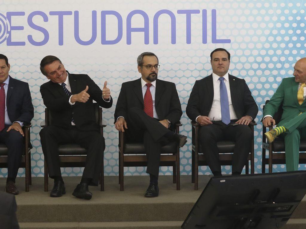 O presidente Jair Bolsonaro, participa da cerimônia do lançamento da ID Estudantil no Palácio do Planalto