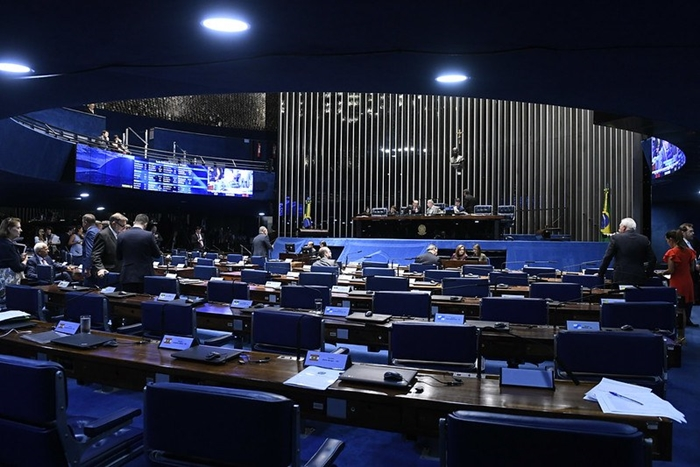 Críticas a provocações do presidente foram unanimidade no Senado, exceto por Alcolumbre, que silenciou