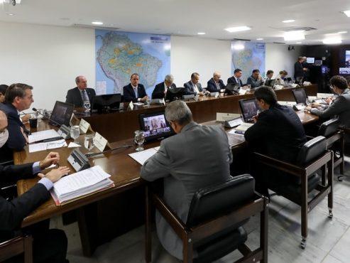 Governadores ignoram discurso de Bolsonaro e mantêm medidas de isolamento social | Foto: Marcos Corrêa/PR