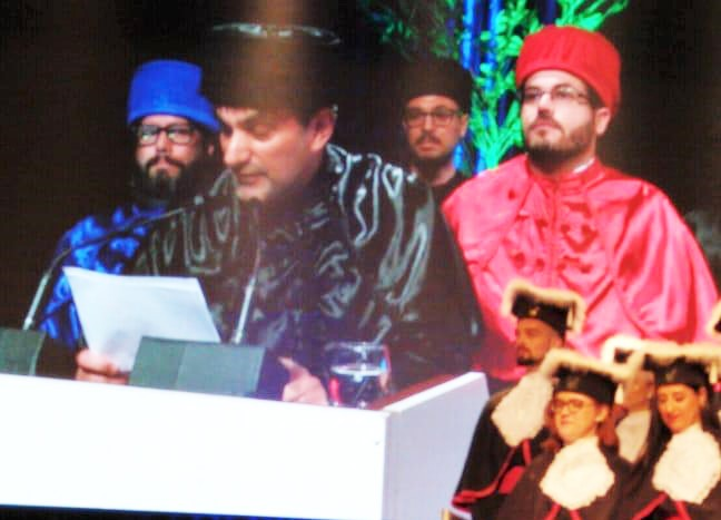 Imagem do telão, durante o discurso em que professor Felipe Boff, foi interrompido várias vezes.