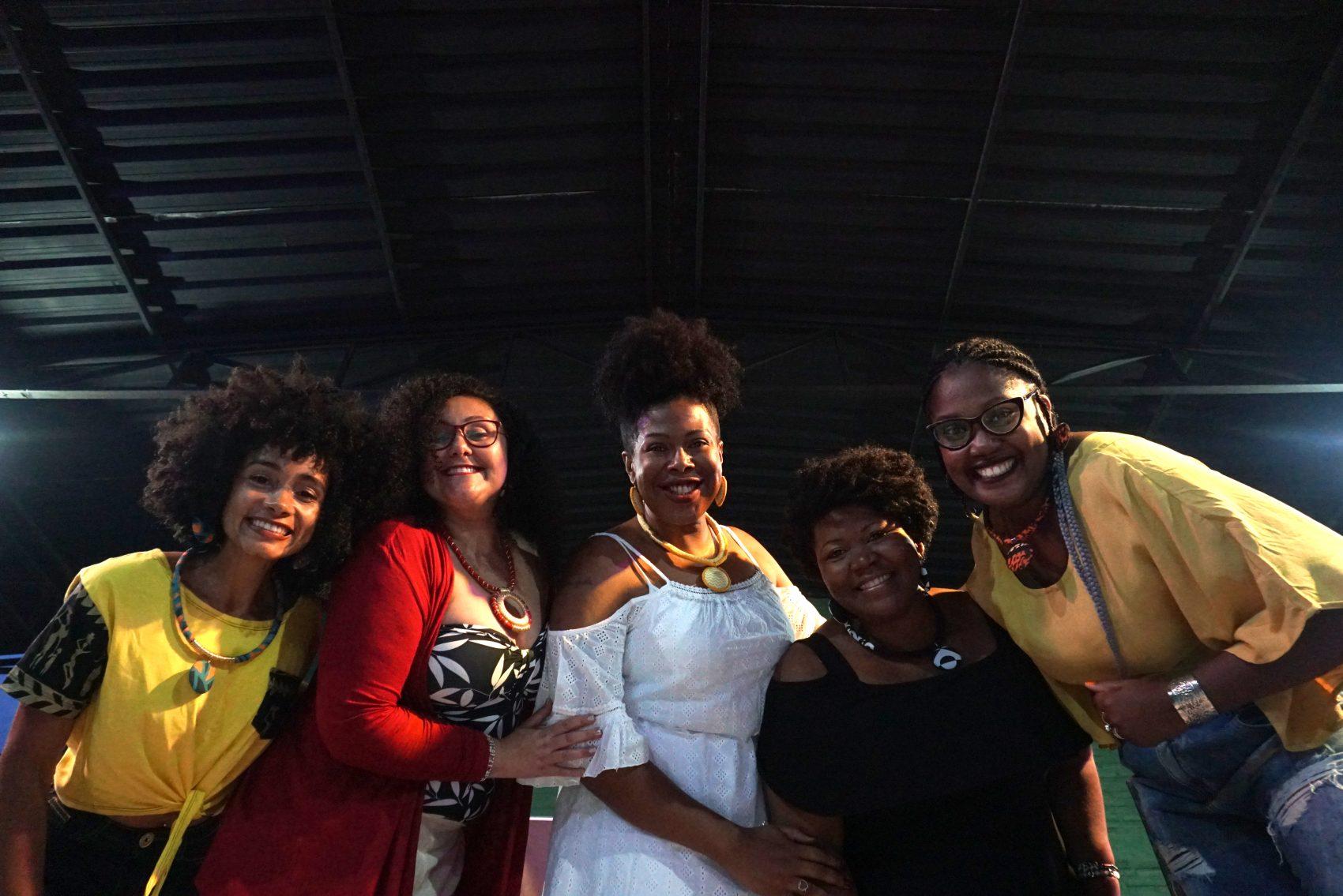 Vanessa dos Santos, Ana Carolina dos Santos, Helena Meirelles, Janaína Barbosa da Silva e Cristina Centeno