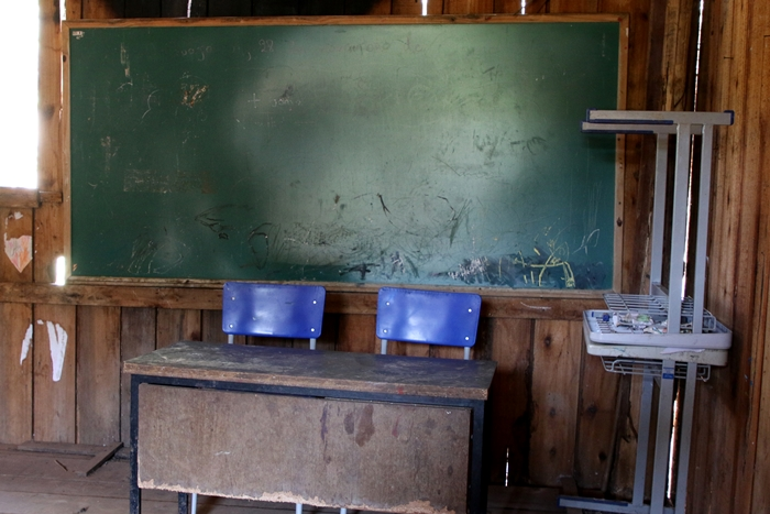 Escola improvisada na casa do cacique foi destruída por um incêndio em 2018