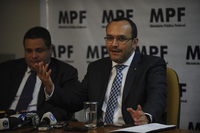Episódio provocou reações no Planalto, segundo o procurador Vladimir Aras (D), responsável pela cooperação internacional na PGR