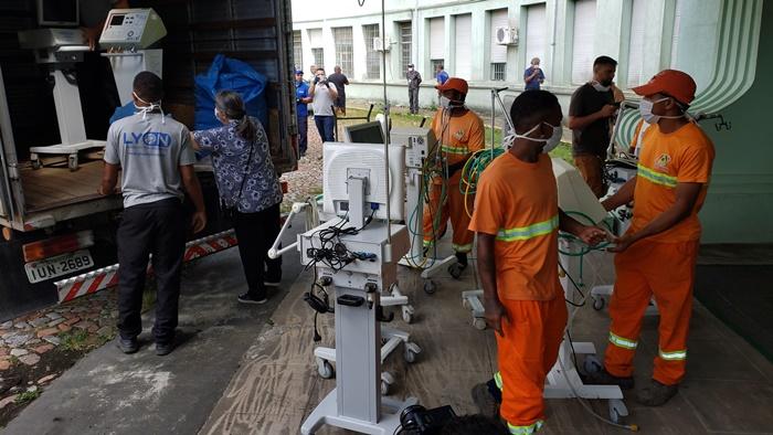 Servidores municipais retiram equipamentos do Hospital Parque Belém para transferência ao Hospital Conceição
