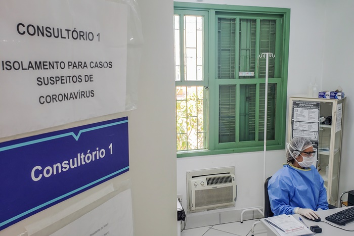 Nos últimos oito dias, 27 decretos assinados pelo Executivo municipal visam ampliar o distanciamento social, frear o contágio da doença e diluir a demanda pelas estruturas de saúde