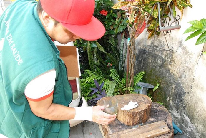 Combate à larca do mosquito mobiliza equipes de vigilância em saúde no Amazonas. Dos 62 municípios do estado, 45 registraram incidência do mosquito, o que indica risco de uma nova epidemia