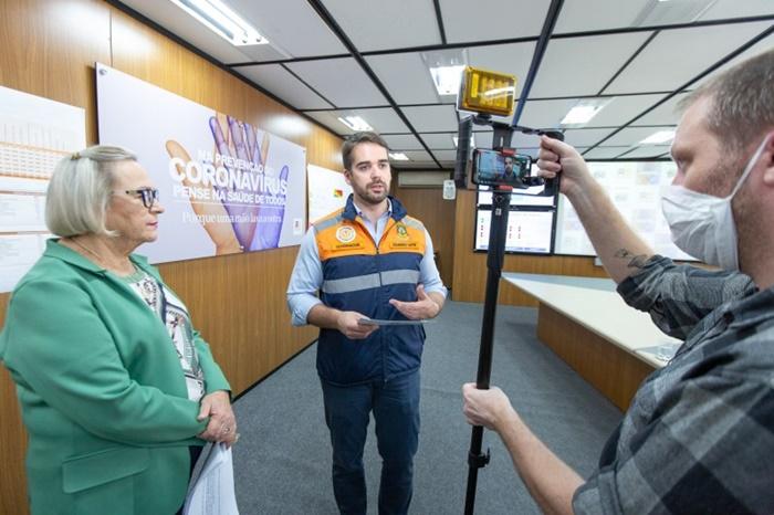 A secretária da Saúde, Arita Bergmann, e governador Eduardo Leite (PSDB), fazem atualização sobre o coronavírus: decreto suspende aulas em escolas públicas em maio