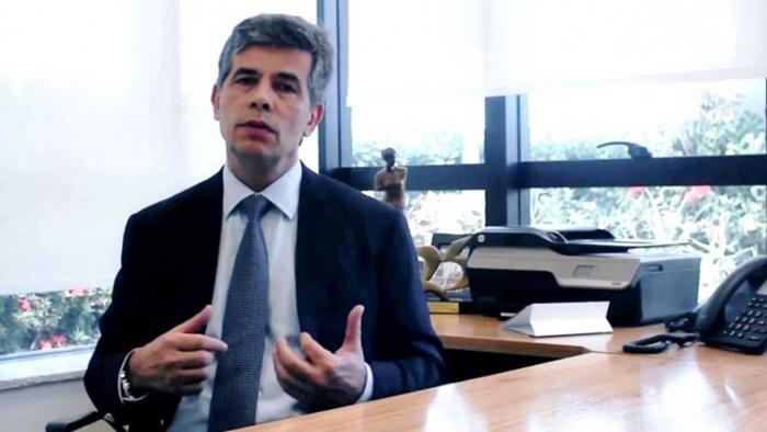 Convidado por Bolsonaro, o oncologista carioca Nelson Teich deve assumir a pasta