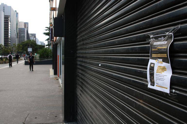 Comercio fechado na Avenida Paulista durante a quarentena