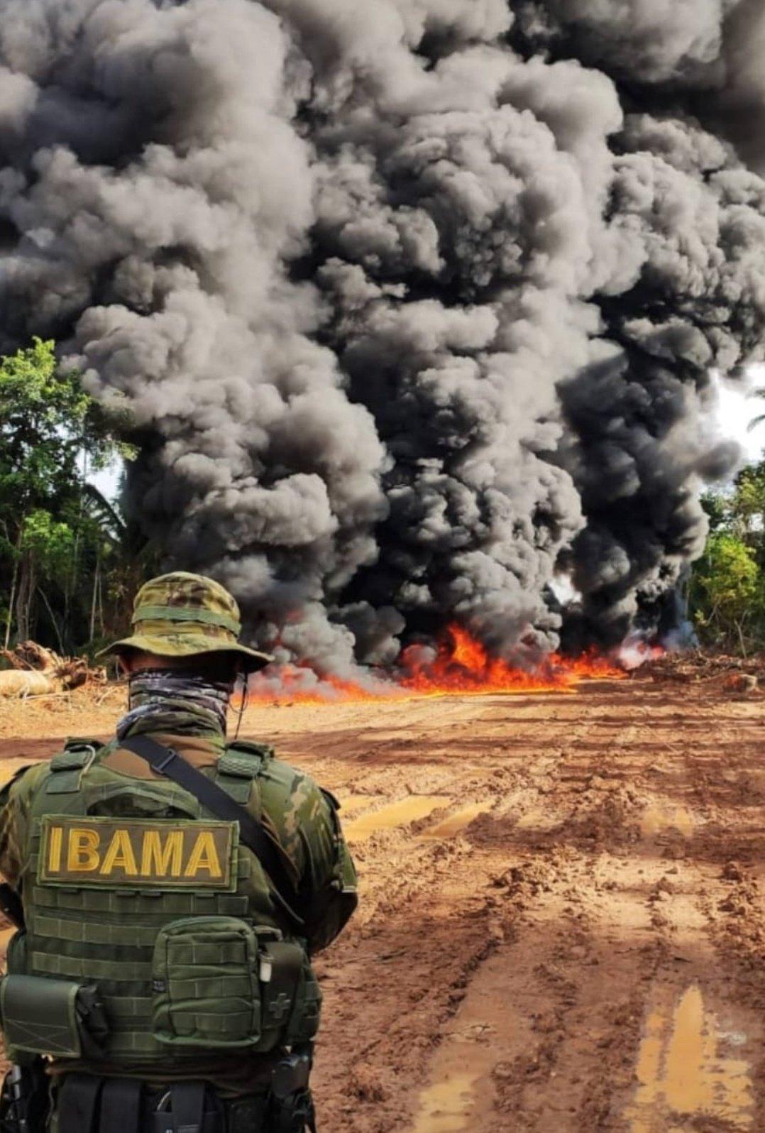 A ação do Ibama foi realizada em três terras indígenas no sul do Pará, onde vivem cerca de 1.700 índios. O que ensejou a ação do poder público foi o fato de as invasões de terras indígenas terem aumentado desde o início da pandemia de covid-19