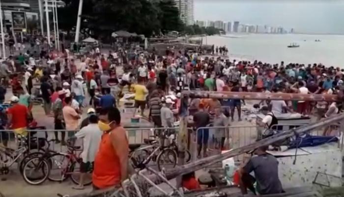 Pescadores e populares lotaram o Mercado dos Peixes, na praia do Mucuripe, em Fortaleza, nesta Sexta-Feira Santa