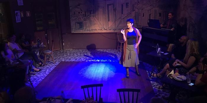 Cristina escreveu, produziu e interpreta o monólogo cênico-musical