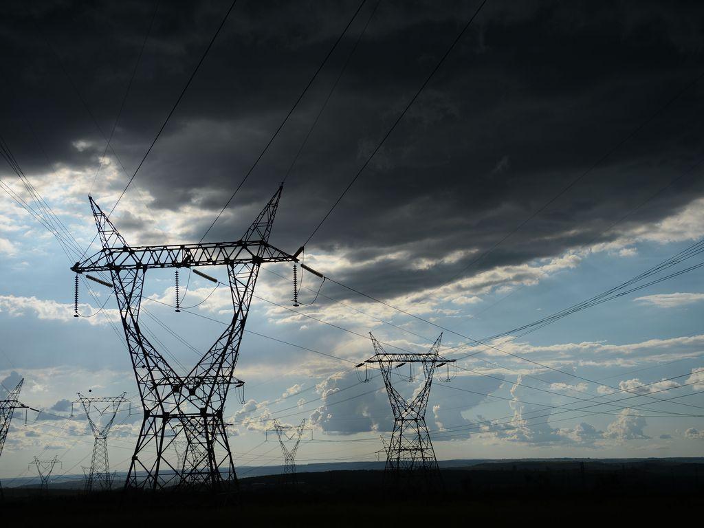 Linha de distribuição de energia elétrica
