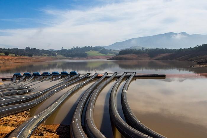Captação de água da Sabesp no Sistema Cantareira, que abastece uma população de 9 milhões no estado de São Paulo