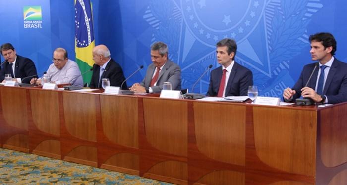 Ministros Braga Netto (Casa-Civil), Marcelo Álvaro (Turismo), Luiz Eduardo Ramos (Secretaria de Governo) e o governador de Brasília, Ibaneis Rocha, participaram de coletiva com o titular da Saúde, Nelson Teich
