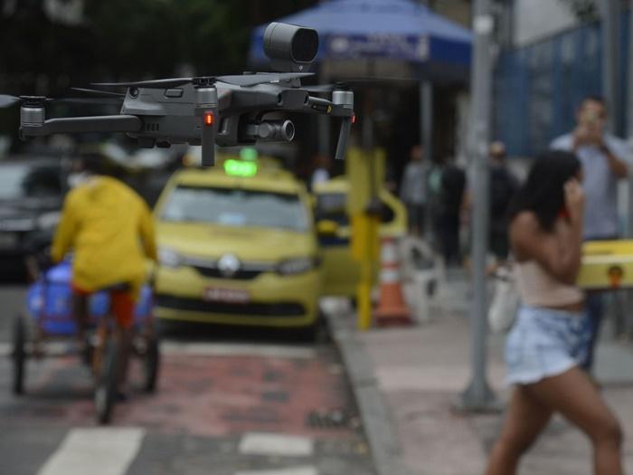Drone com alto-falante é usado para evitar aglomerações na zona sul do Rio de Janeiro