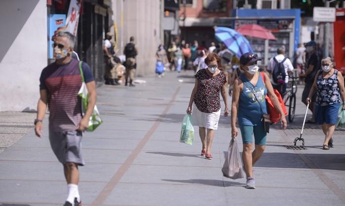 Capitais que adotaram medidas mais brandas de isolamento estão com sistemas de saúde no limite
