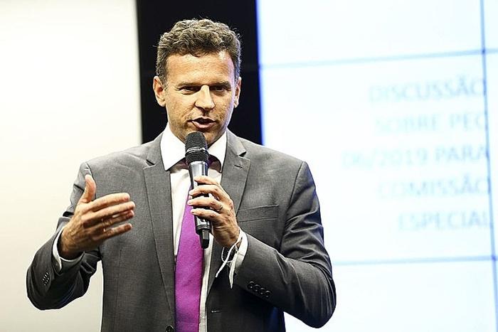 """""""O orçamento paralelo transforma dívidas privadas em públicas, por meio de operação em que um banco intermediário é quem vai ganhar nas duas pontas do negócio"""", alerta a coordenadora da ACD em artigo assinado com o economista Eduardo Moreira"""